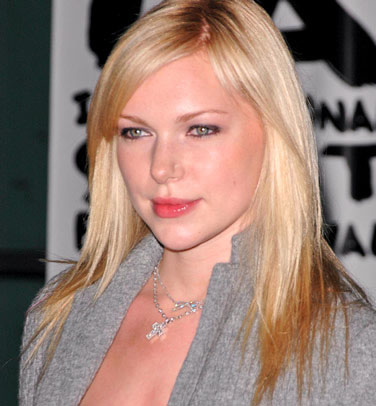 Laura Prepon to Play Chelsea Handler in Pilot